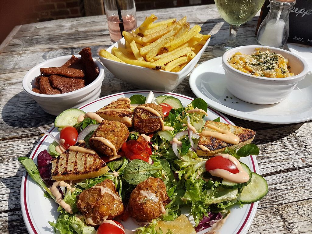 "Photo of The Monument  by <a href=""/members/profile/Veganhippychic"">Veganhippychic</a> <br/>halloumi salad, mac n cheese and kebab ""meat"".  <br/> August 6, 2017  - <a href='/contact/abuse/image/90365/289788'>Report</a>"