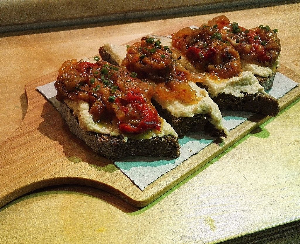 """Photo of Condende  by <a href=""""/members/profile/Agouygouy"""">Agouygouy</a> <br/>Bruschetta with hummus and roasted vegetables <br/> April 22, 2017  - <a href='/contact/abuse/image/90711/250926'>Report</a>"""