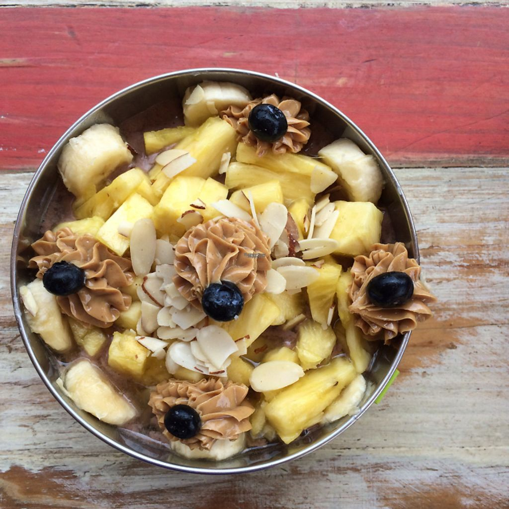 """Photo of Buenazo  by <a href=""""/members/profile/KatieBush"""">KatieBush</a> <br/>vegan grande smoothie bowl <br/> April 23, 2017  - <a href='/contact/abuse/image/90858/251539'>Report</a>"""
