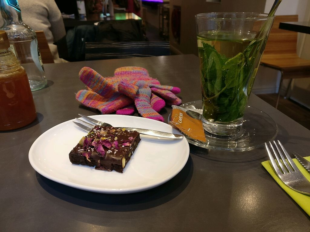 """Photo of Anna's Lunchroom  by <a href=""""/members/profile/irmahd"""">irmahd</a> <br/>heerlijke chocolade rozen taartje gegeten <br/> December 3, 2017  - <a href='/contact/abuse/image/90988/332076'>Report</a>"""