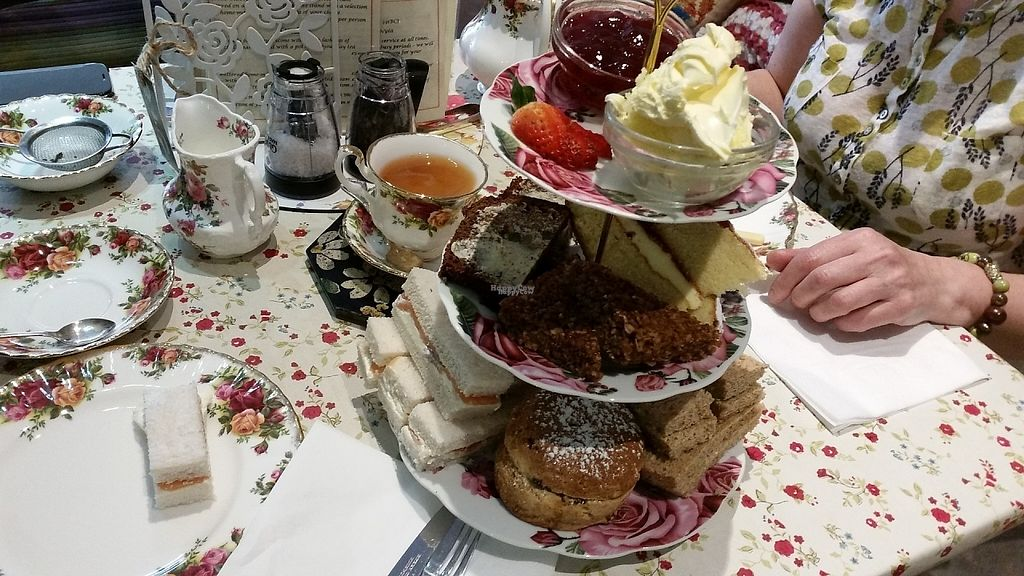 Photo of Callooh Callay  by MoutassemSalha <br/>Afternoon tea  <br/> April 26, 2017  - <a href='/contact/abuse/image/91123/252819'>Report</a>