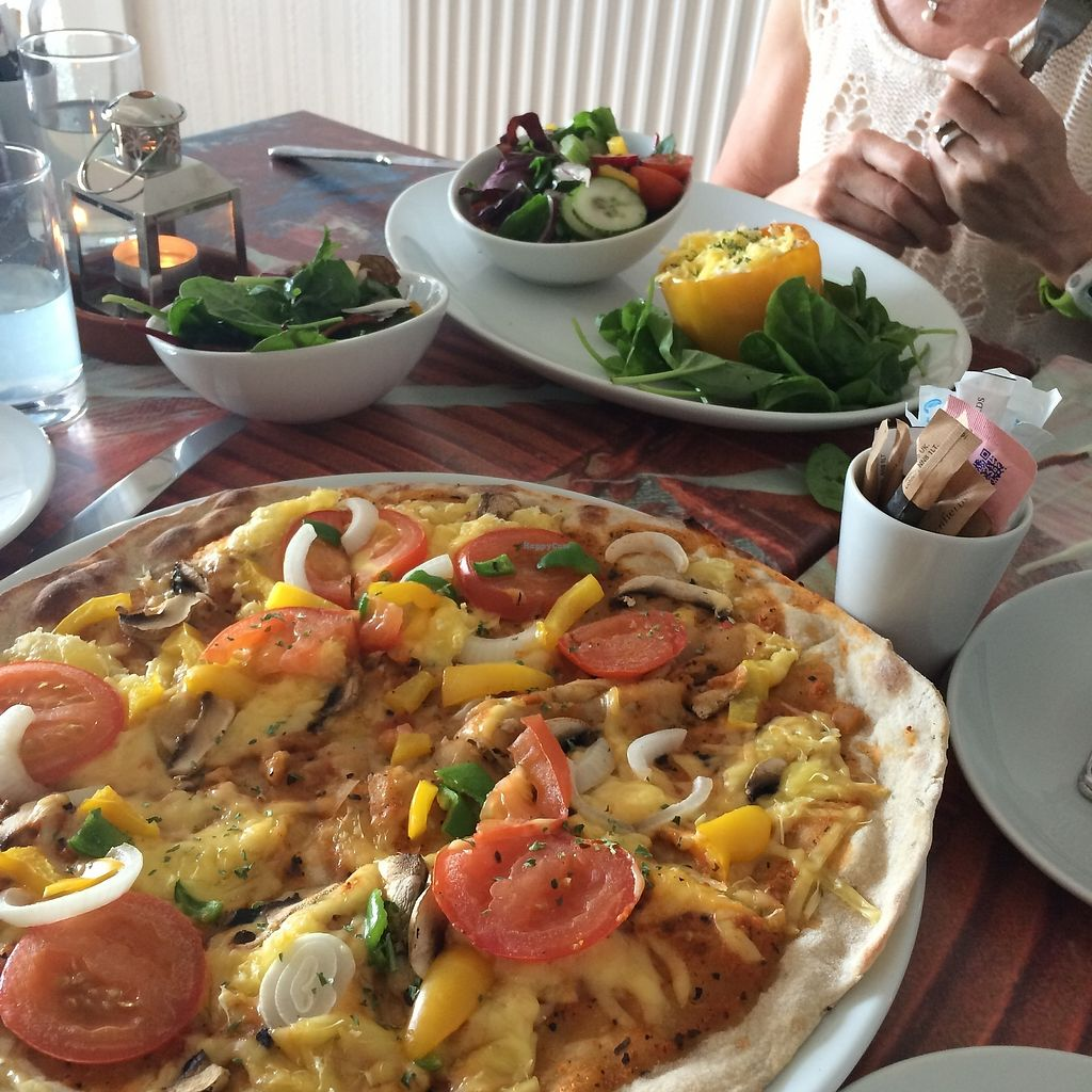 """Photo of Faringo's  by <a href=""""/members/profile/Hoggy"""">Hoggy</a> <br/>Vegan 'Vegetarian' 12"""" Pizza, with side salads. Vegan 'Roasted Capsicum' with side salad <br/> July 23, 2017  - <a href='/contact/abuse/image/91400/283751'>Report</a>"""