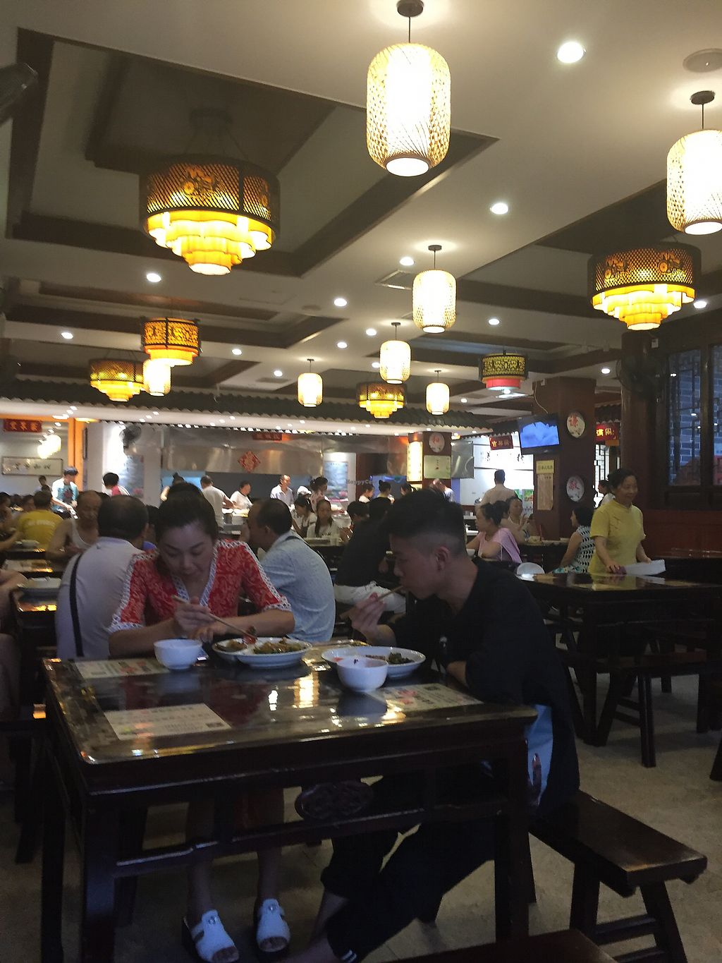 """Photo of Ju Shan Yuan Qing Xin  by <a href=""""/members/profile/H2OAddict"""">H2OAddict</a> <br/>Main dining area <br/> August 5, 2017  - <a href='/contact/abuse/image/91461/288874'>Report</a>"""
