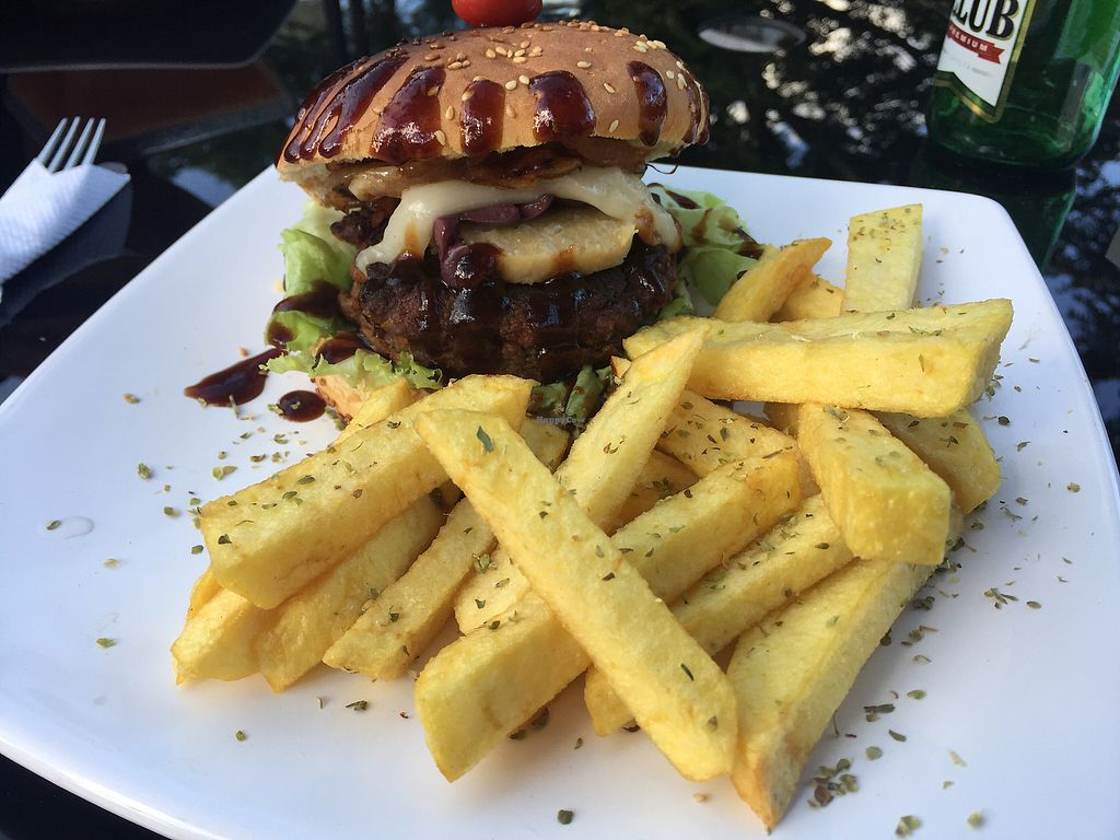 "Photo of Fratello Vegan Cafe  by <a href=""/members/profile/Dianebg"">Dianebg</a> <br/>Burger and fries  <br/> November 17, 2017  - <a href='/contact/abuse/image/91602/326428'>Report</a>"