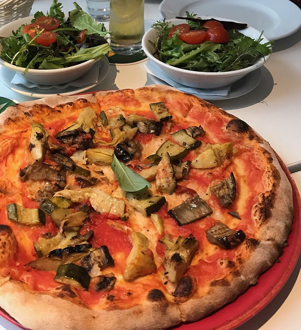 """Photo of Da Vincenzo Food and Wine Hall  by <a href=""""/members/profile/Galispa"""">Galispa</a> <br/>Mediterraneo pizza with eggplant/aubergine, zucchini/courgette and artichokes <br/> July 18, 2017  - <a href='/contact/abuse/image/91608/281929'>Report</a>"""