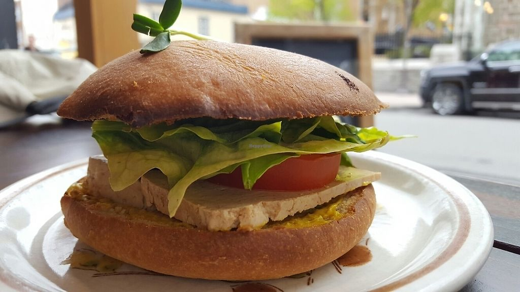 "Photo of Les Gourmandises Louca   by <a href=""/members/profile/CoraJane"">CoraJane</a> <br/>Délicieux burger végé avec pain brioché <br/> May 22, 2017  - <a href='/contact/abuse/image/91706/261438'>Report</a>"