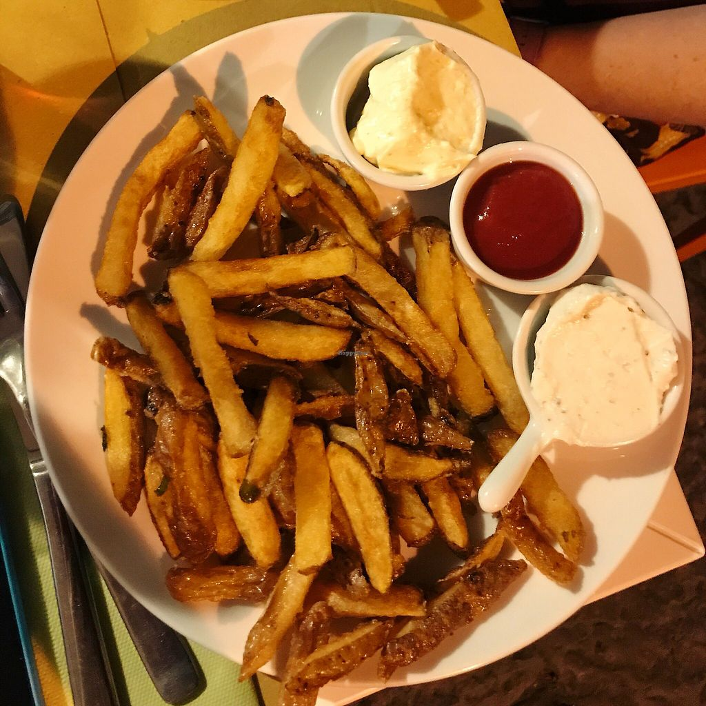 """Photo of Vero Gastrobar  by <a href=""""/members/profile/EdenGasson"""">EdenGasson</a> <br/>chips with vegan mayo  <br/> September 6, 2017  - <a href='/contact/abuse/image/91778/301598'>Report</a>"""