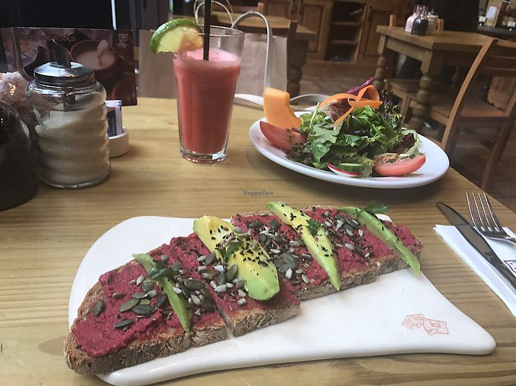 "Photo of Le Pain Quotidien - Jardins  by <a href=""/members/profile/Paolla"">Paolla</a> <br/>Vegan tartine <br/> June 14, 2017  - <a href='/contact/abuse/image/91809/269234'>Report</a>"