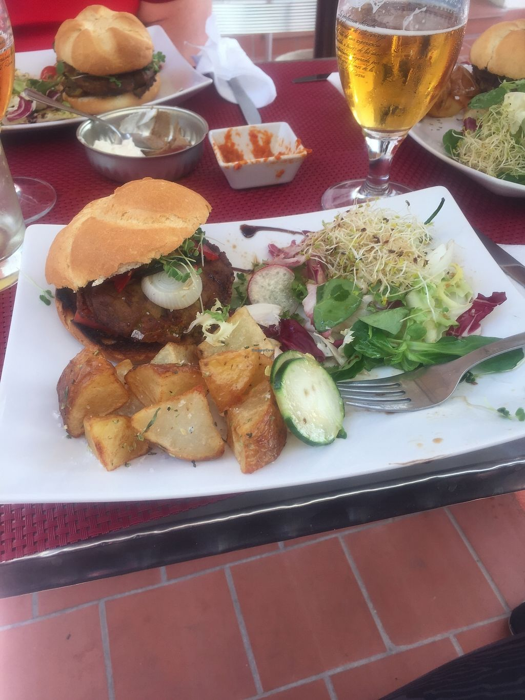 """Photo of La Raposa del Poble Sec  by <a href=""""/members/profile/LornaJane"""">LornaJane</a> <br/>Absolutely delicious burger. My meat eating friends even loved it  <br/> August 20, 2017  - <a href='/contact/abuse/image/91844/294639'>Report</a>"""