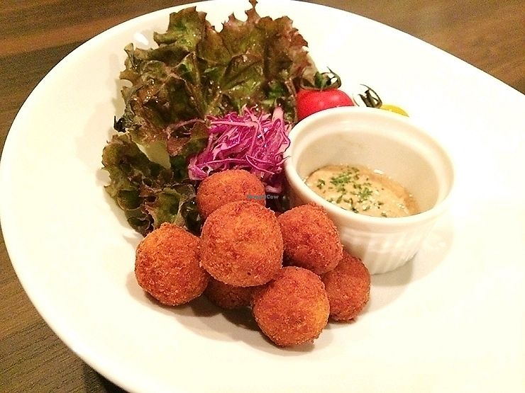 "Photo of Bar Botanical  by <a href=""/members/profile/EnricoVegan"">EnricoVegan</a> <br/>falafel (served with tahini) <br/> November 12, 2017  - <a href='/contact/abuse/image/91893/324602'>Report</a>"