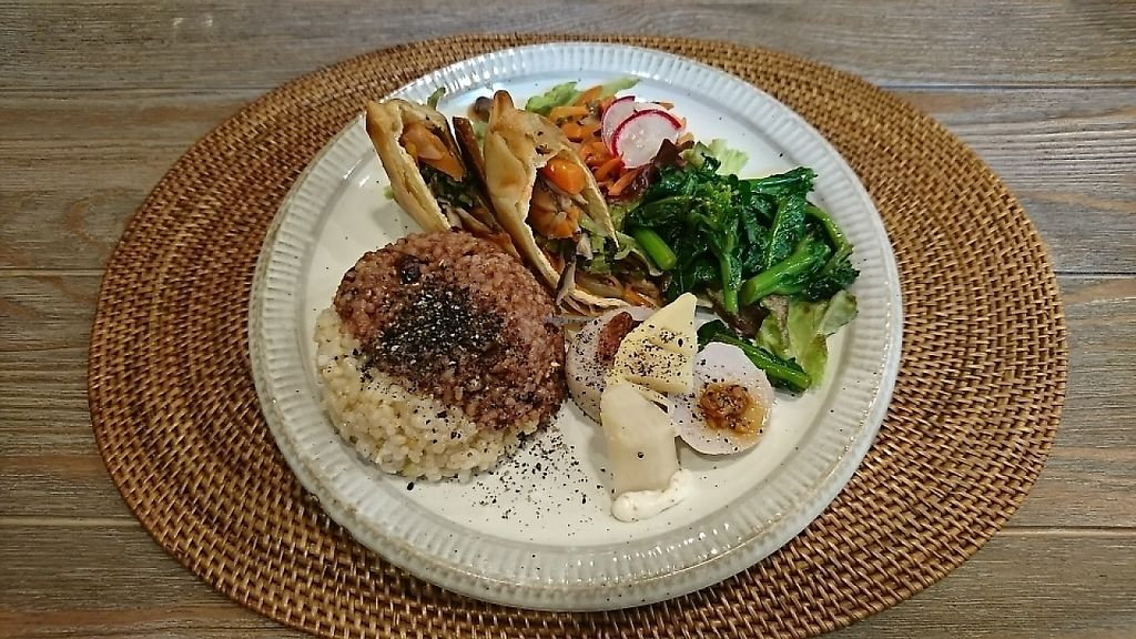"""Photo of Oso-zai Cafe Vegebon  by <a href=""""/members/profile/moka_a"""">moka_a</a> <br/>Vegebon plate(¥1200). The main dish is pouches of aburaage(deep-fried tofu) filled with vegetables <br/> May 11, 2017  - <a href='/contact/abuse/image/91972/257710'>Report</a>"""