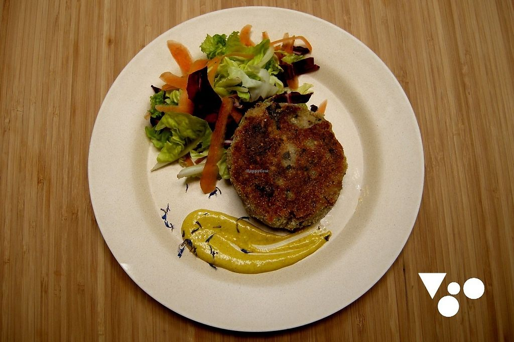 "Photo of VgOloso  by <a href=""/members/profile/TommasoDanieli"">TommasoDanieli</a> <br/>Black bean vegan burger <br/> May 11, 2017  - <a href='/contact/abuse/image/91995/257751'>Report</a>"