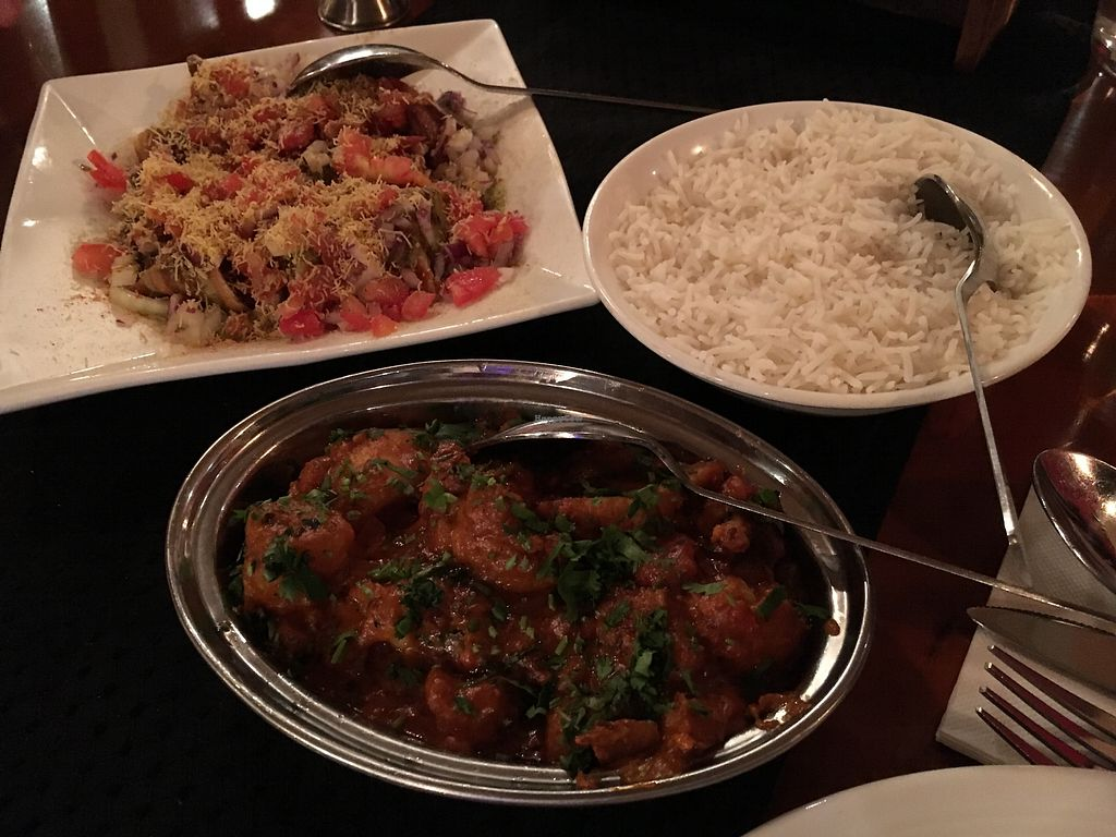 "Photo of Steam  by <a href=""/members/profile/sousuneautrelentille"">sousuneautrelentille</a> <br/>Samosa chaat (top left), aloo gobi (bottom), and rice <br/> March 9, 2018  - <a href='/contact/abuse/image/92018/368433'>Report</a>"