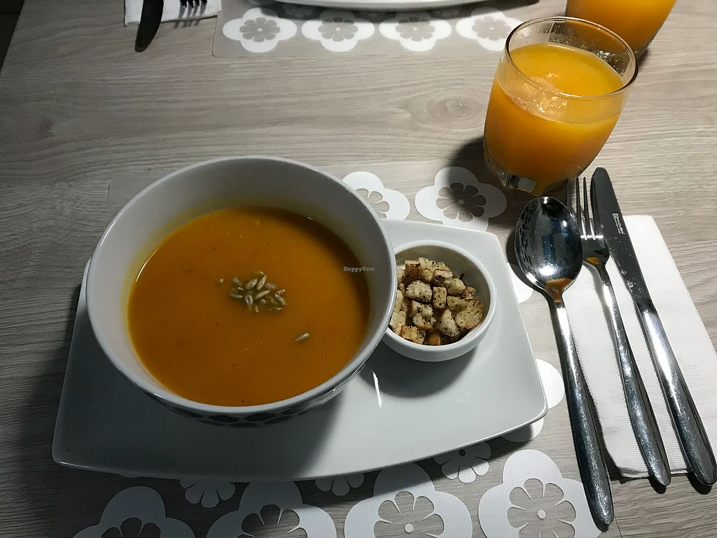 "Photo of Alma Amor  by <a href=""/members/profile/imogenmichel"">imogenmichel</a> <br/>Carrot and pumpkin soup <br/> January 14, 2018  - <a href='/contact/abuse/image/92148/346325'>Report</a>"