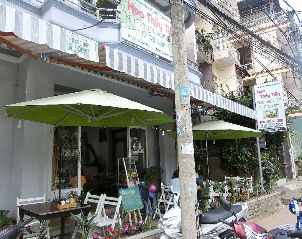 """Photo of Hoa Thuy Tien - maybe closed  by <a href=""""/members/profile/Canamon"""">Canamon</a> <br/>Outside seating <br/> May 15, 2017  - <a href='/contact/abuse/image/92186/258908'>Report</a>"""
