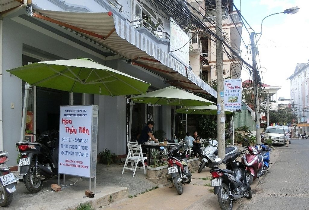 """Photo of Hoa Thuy Tien - maybe closed  by <a href=""""/members/profile/Canamon"""">Canamon</a> <br/>Outside view <br/> May 15, 2017  - <a href='/contact/abuse/image/92186/258909'>Report</a>"""