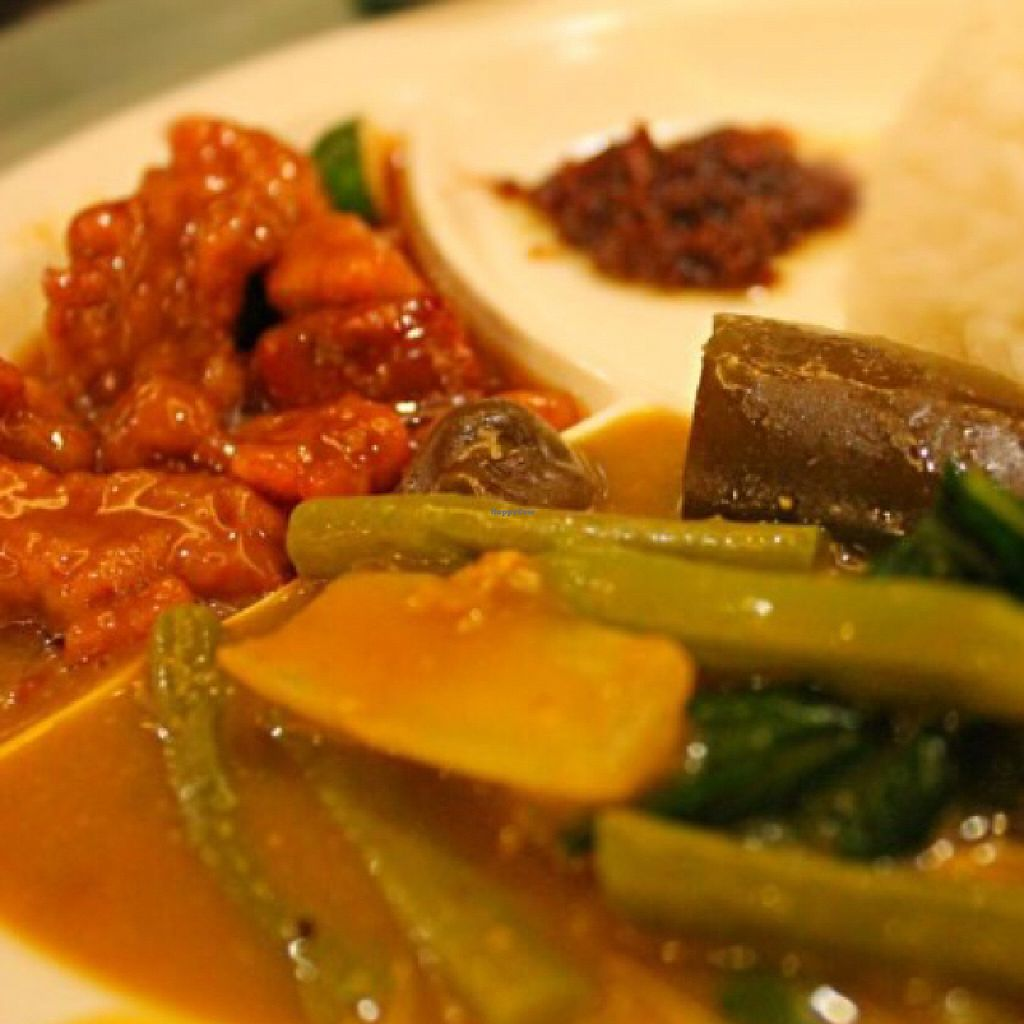 "Photo of Bodhi - Megamall  by <a href=""/members/profile/Teruru"">Teruru</a> <br/>Sweet-and-Sour and Kare-Kare with Vegoong <br/> August 12, 2015  - <a href='/contact/abuse/image/9221/113350'>Report</a>"