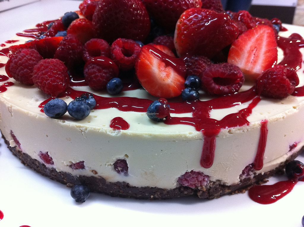 "Photo of RawLove Superfoods  by <a href=""/members/profile/RawLoveSuperfoods"">RawLoveSuperfoods</a> <br/>White Chocolate & Raspberry Cake <br/> May 15, 2017  - <a href='/contact/abuse/image/92222/259164'>Report</a>"