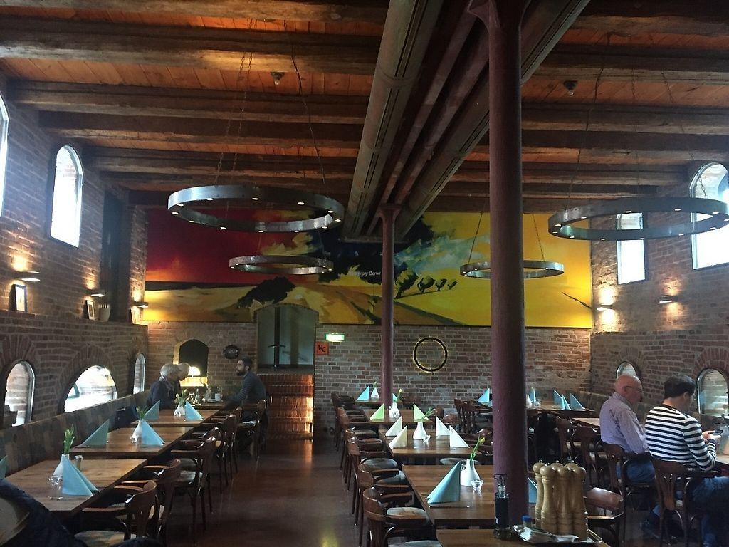 "Photo of CLOSED: Speicher N77  by <a href=""/members/profile/TheFlyingVegan"">TheFlyingVegan</a> <br/>Main restaurant space <br/> May 16, 2017  - <a href='/contact/abuse/image/92233/259270'>Report</a>"