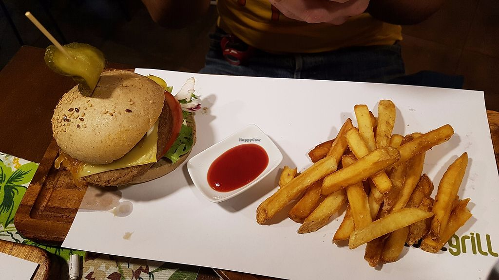 """Photo of CLOSED: Plant Grill  by <a href=""""/members/profile/JonJon"""">JonJon</a> <br/>Cheese burger <br/> November 5, 2017  - <a href='/contact/abuse/image/92475/322030'>Report</a>"""