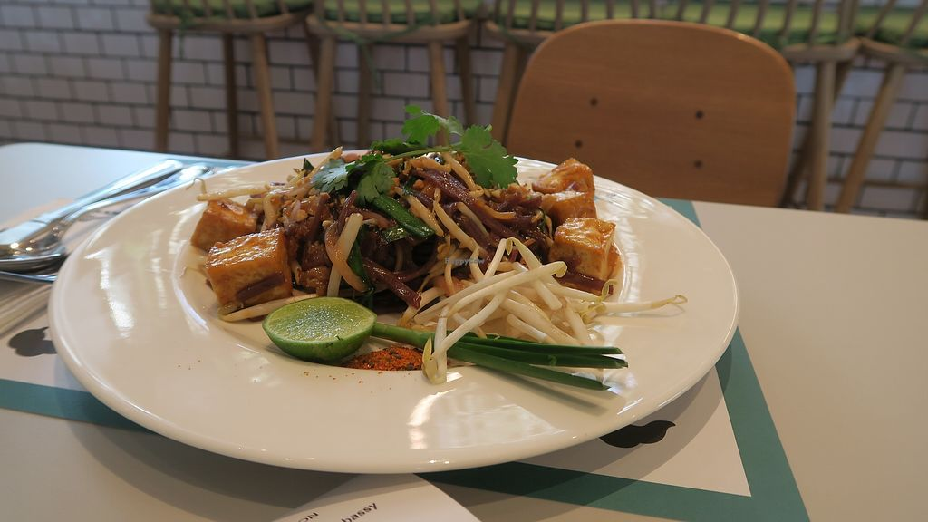 """Photo of Broccoli Revolution - Central Embassy  by <a href=""""/members/profile/Nikolate"""">Nikolate</a> <br/>pad thai <br/> March 1, 2018  - <a href='/contact/abuse/image/92706/365297'>Report</a>"""