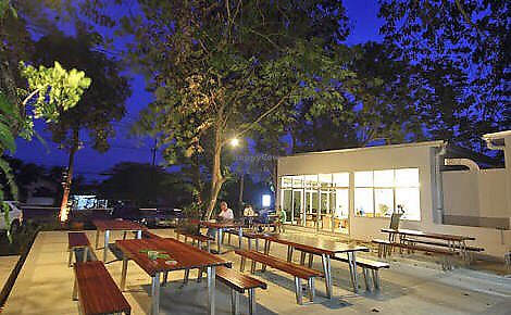 """Photo of Monkeypod  by <a href=""""/members/profile/natalienoo"""">natalienoo</a> <br/>Outside seating <br/> July 15, 2017  - <a href='/contact/abuse/image/92855/280551'>Report</a>"""