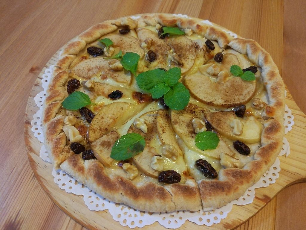 "Photo of Farmer's Kitchen  by <a href=""/members/profile/NicoKohYingEn"">NicoKohYingEn</a> <br/>Caramelized apple pizza  <br/> May 30, 2017  - <a href='/contact/abuse/image/92978/264060'>Report</a>"