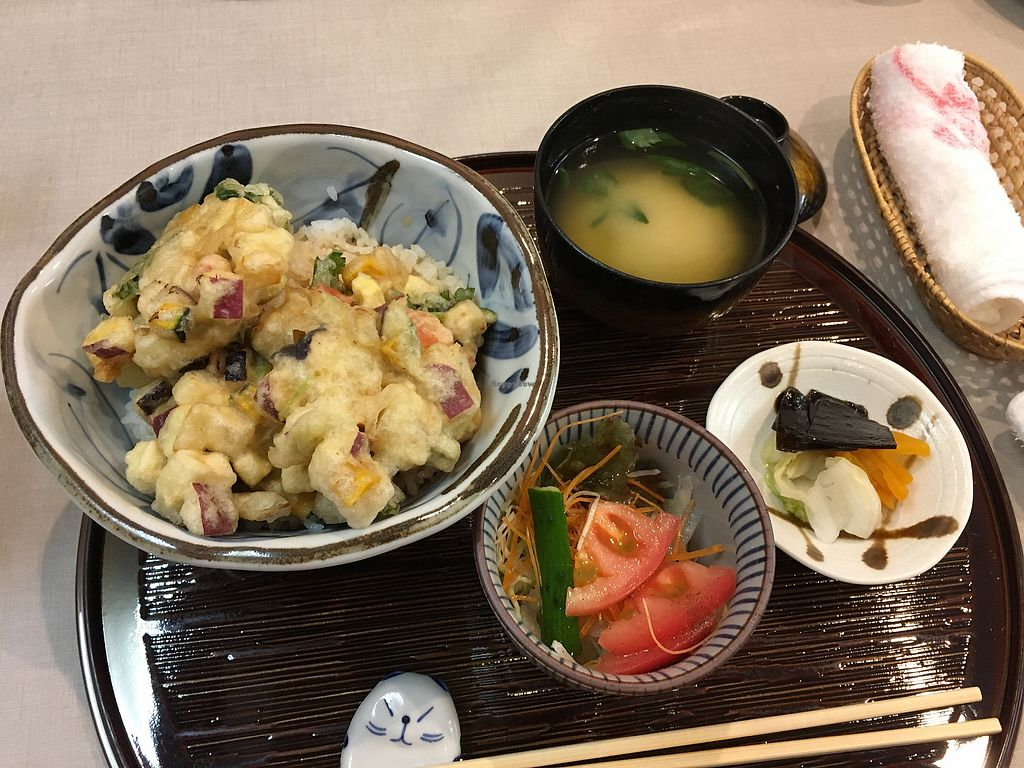 "Photo of Yamaichi Bekkan  by <a href=""/members/profile/Pepajs"">Pepajs</a> <br/>Tenpura-don set+small salad <br/> October 9, 2017  - <a href='/contact/abuse/image/92985/313596'>Report</a>"
