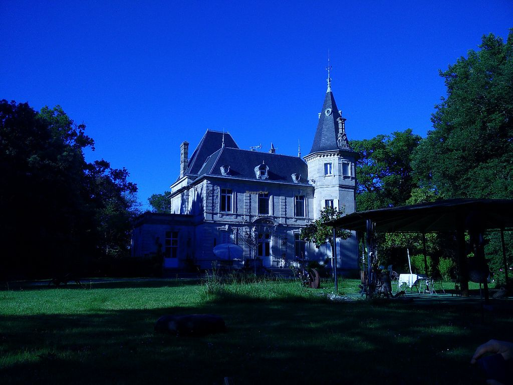 """Photo of Chateau de Lagravade  by <a href=""""/members/profile/lorri33"""">lorri33</a> <br/>vue du parc <br/> June 1, 2017  - <a href='/contact/abuse/image/93074/264753'>Report</a>"""