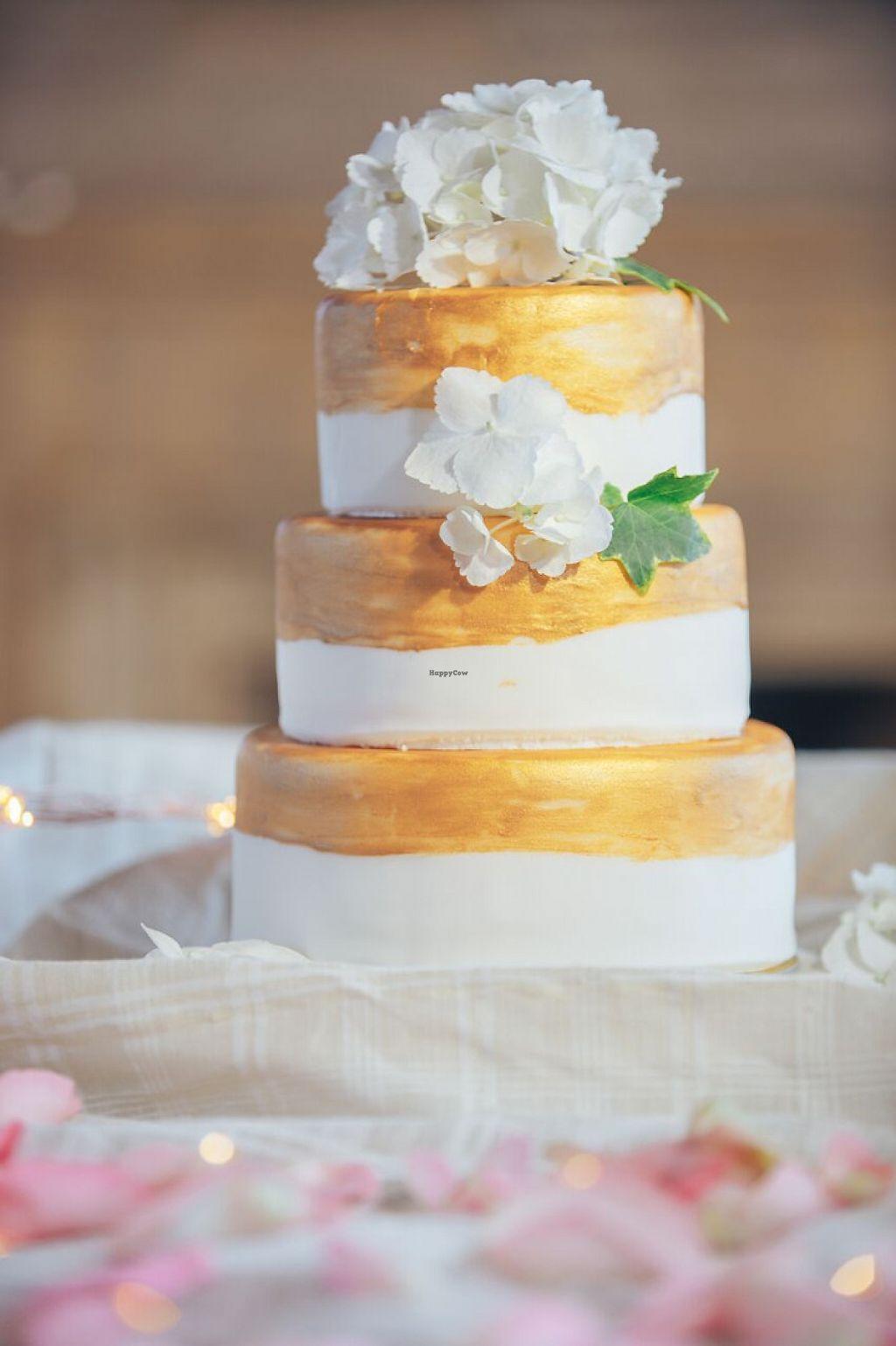"Photo of Crystal Fairytale Events  by <a href=""/members/profile/KrystallinaParamythi"">KrystallinaParamythi</a> <br/>Wedding cake <br/> May 30, 2017  - <a href='/contact/abuse/image/93095/264260'>Report</a>"