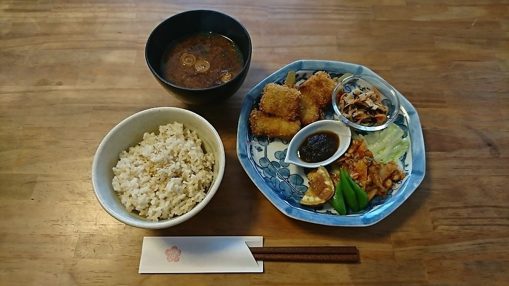 """Photo of Grain & Veggie Diner Nabana  by <a href=""""/members/profile/moka_a"""">moka_a</a> <br/>Nabana Lunch (¥1000, or ¥850 for takeout sans soup) with skewed cutlets of koyadofu (freezed-dry tofu) as its main. FYI, Ichiju-Issai Lunch costs ¥600(also for takeout) <br/> June 1, 2017  - <a href='/contact/abuse/image/93208/264789'>Report</a>"""