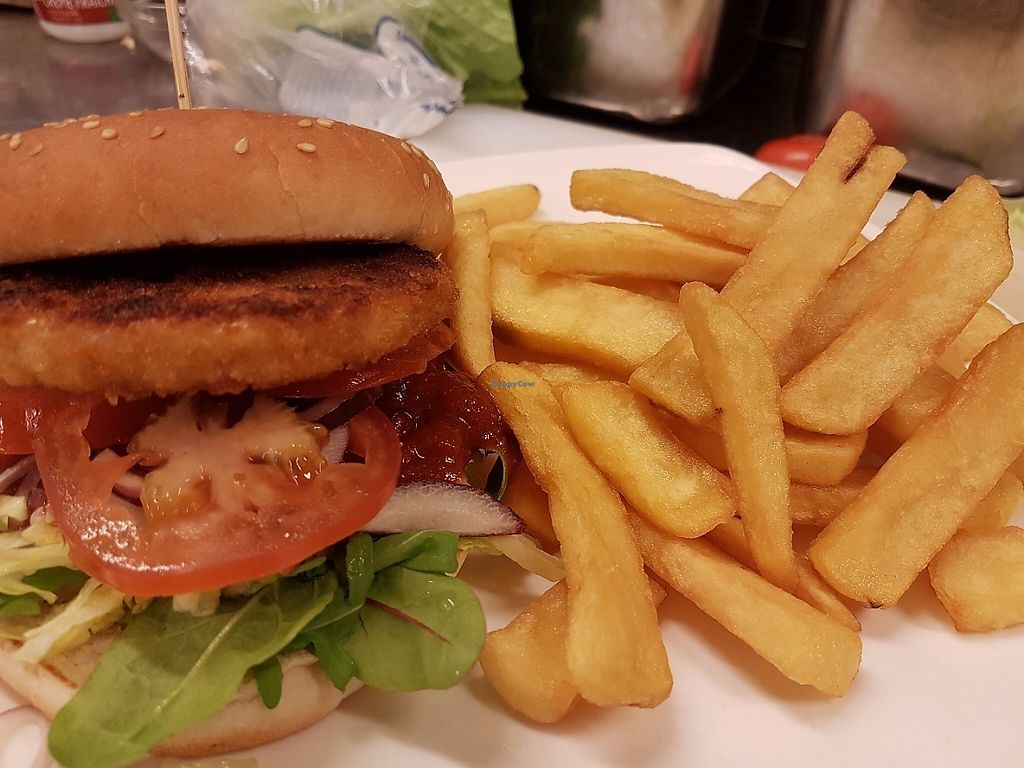 "Photo of Restaurang 4 Kök  by <a href=""/members/profile/SamiraAssaad"">SamiraAssaad</a> <br/>Chicken style burger with fries <br/> June 5, 2017  - <a href='/contact/abuse/image/93312/265966'>Report</a>"