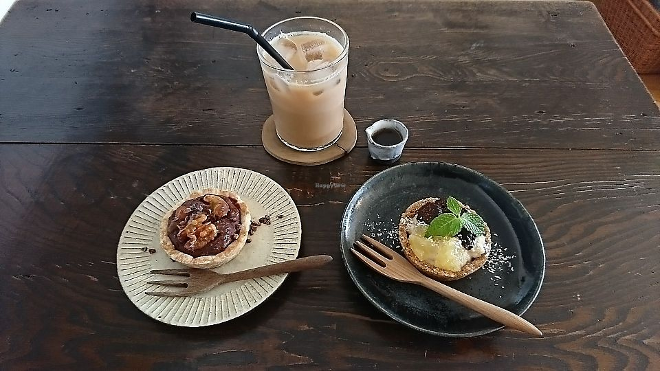 """Photo of Hinabi  by <a href=""""/members/profile/moka_a"""">moka_a</a> <br/>Chocolate-nut Tart (¥400), Japanese-millet cream Tart (¥500) & Soy Chai Latte (¥500) <br/> June 7, 2017  - <a href='/contact/abuse/image/93383/266601'>Report</a>"""