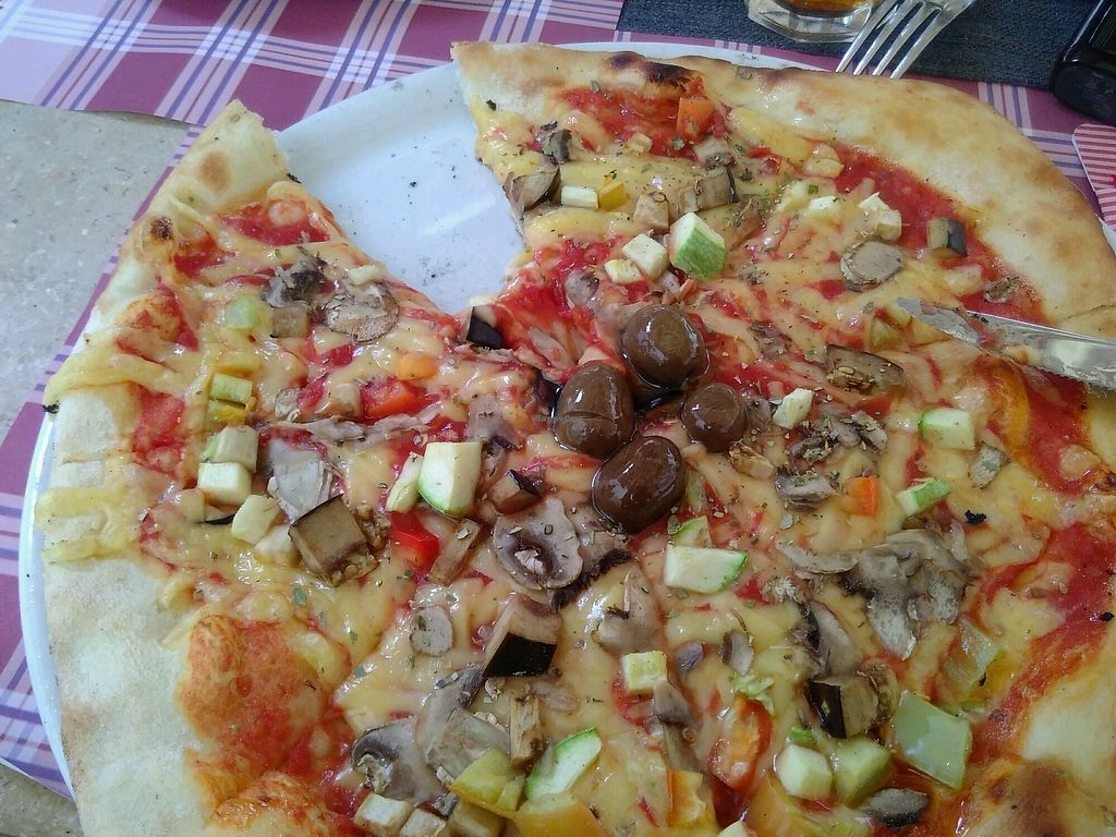 "Photo of Ombra Caffe & Lounge Bar  by <a href=""/members/profile/CharlieF"">CharlieF</a> <br/>Vegetarian pizza with plant-based 'cheese'  <br/> September 9, 2017  - <a href='/contact/abuse/image/93597/302616'>Report</a>"