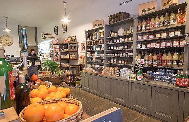 "Photo of Austens of Rochester  by <a href=""/members/profile/TARAMCDONALD"">TARAMCDONALD</a> <br/>Inside Austens of Rochester.  Beautiful shop. Great produce <br/> June 8, 2017  - <a href='/contact/abuse/image/93652/266899'>Report</a>"