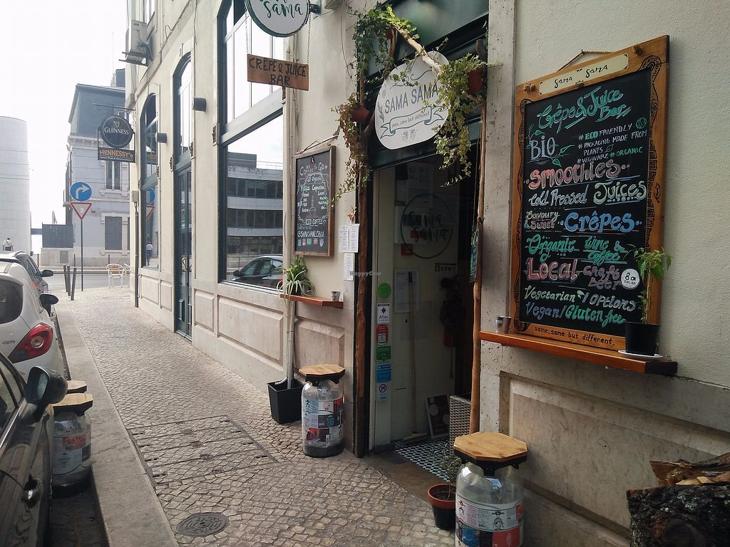 """Photo of Sama Sama - Crepe and Juice Bar  by <a href=""""/members/profile/martinicontomate"""">martinicontomate</a> <br/>view from the street <br/> December 9, 2017  - <a href='/contact/abuse/image/93689/333928'>Report</a>"""