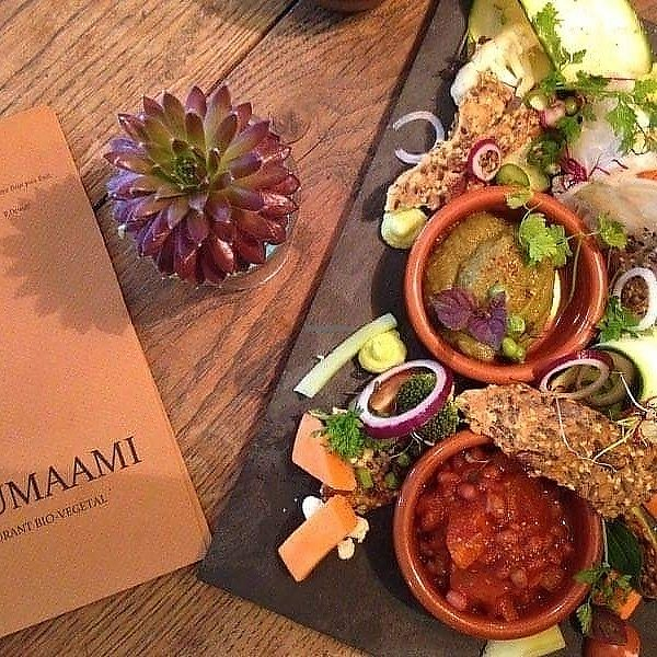 "Photo of L'umaami  by <a href=""/members/profile/Lumaamibio"">Lumaamibio</a> <br/>Sharing plate with raw  veggies, homemade cereal crackers and 3 dips: chili sin carne, hummus and pesto off eggplant.  <br/> June 13, 2017  - <a href='/contact/abuse/image/93747/268571'>Report</a>"