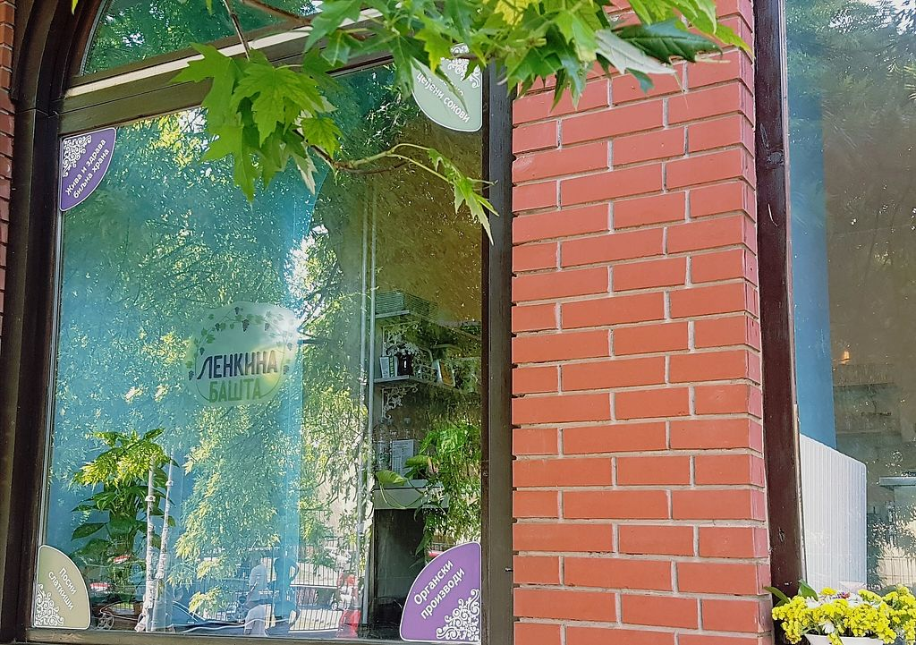 """Photo of CLOSED: Lenka's Garden  by <a href=""""/members/profile/MariahDavidovic"""">MariahDavidovic</a> <br/>Our kitchen and juice bar from the outside  <br/> July 13, 2017  - <a href='/contact/abuse/image/93824/279767'>Report</a>"""