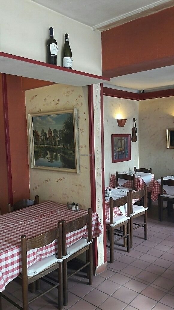"Photo of Vecchia Milano Trattoria Pizzeria  by <a href=""/members/profile/piffelina"">piffelina</a> <br/>Cute interior <br/> July 2, 2017  - <a href='/contact/abuse/image/93909/276067'>Report</a>"