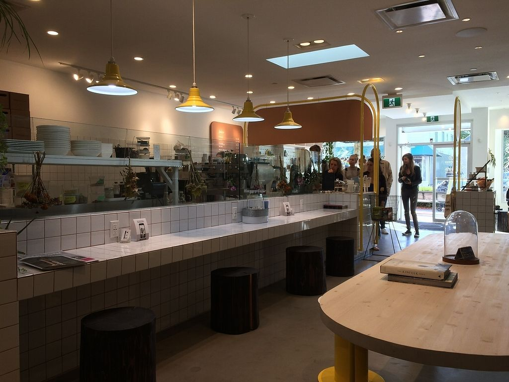 "Photo of The Juicery Co  by <a href=""/members/profile/Mdrutz"">Mdrutz</a> <br/>Lots of space to sit and enjoy <br/> October 2, 2017  - <a href='/contact/abuse/image/93982/311075'>Report</a>"