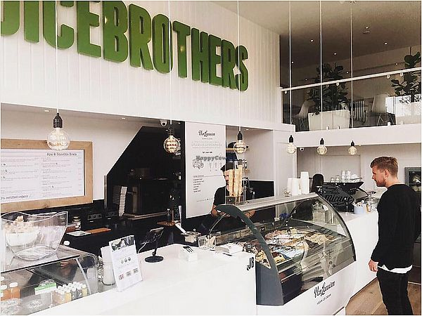 "Photo of Juice Brothers - Haarlemmerplein  by <a href=""/members/profile/ErnieNL"">ErnieNL</a> <br/>Interior with ice bar <br/> June 17, 2017  - <a href='/contact/abuse/image/94209/270232'>Report</a>"