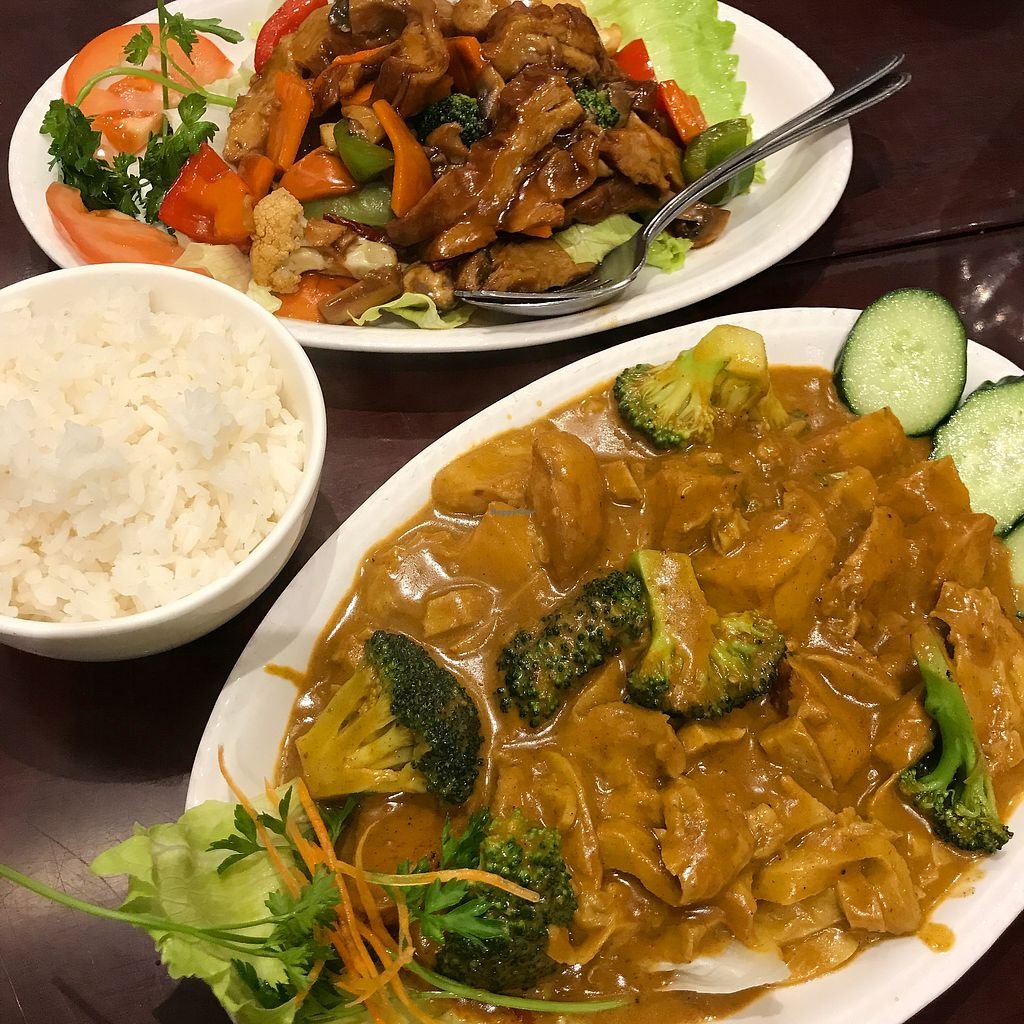 "Photo of Vegie Kitchen  by <a href=""/members/profile/DitaCarlita"">DitaCarlita</a> <br/>Beef and black bean sauce and curry chicken <br/> March 18, 2018  - <a href='/contact/abuse/image/94258/372266'>Report</a>"