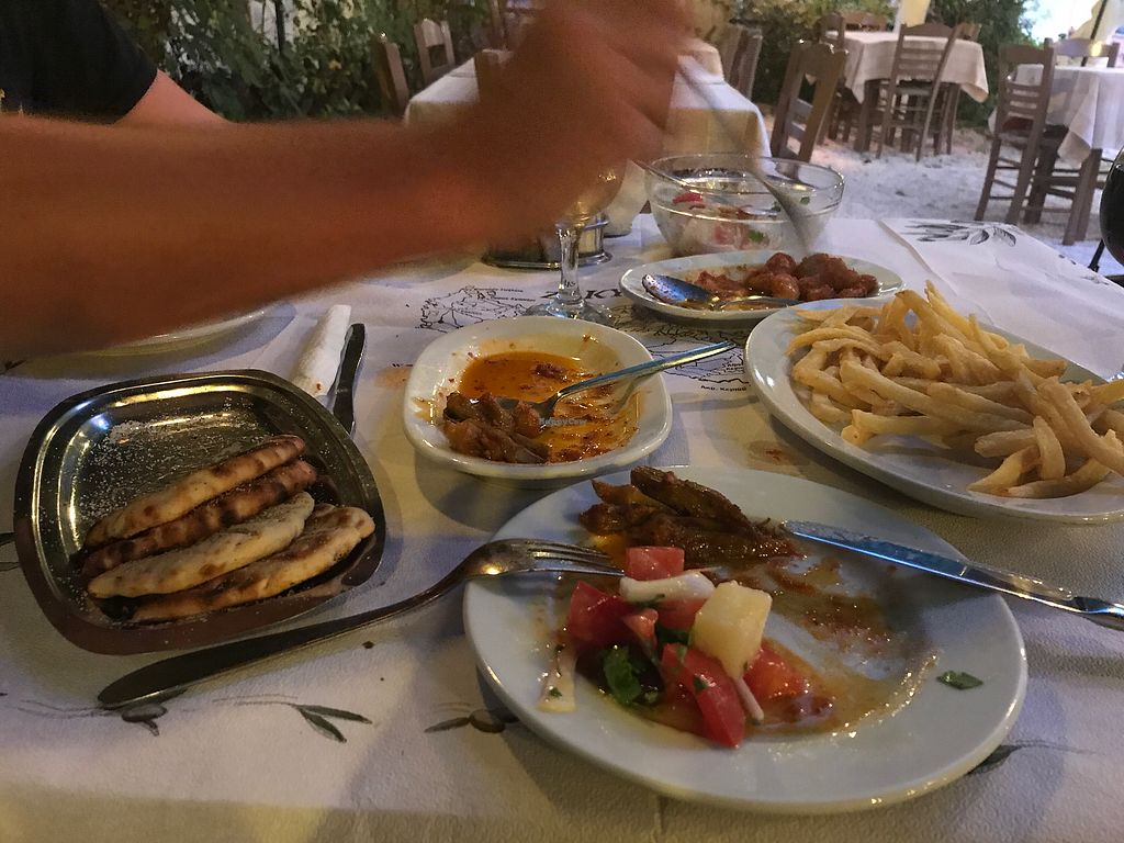 """Photo of Taverna Akrotiri  by <a href=""""/members/profile/TanjaG"""">TanjaG</a> <br/>diggin' the food  <br/> June 25, 2017  - <a href='/contact/abuse/image/94341/273344'>Report</a>"""