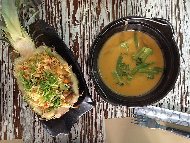 """Photo of Eatery  by <a href=""""/members/profile/Yasminenazmy"""">Yasminenazmy</a> <br/>pineapple fried rice and Vietnamese curry pot - both disappointing  <br/> July 14, 2017  - <a href='/contact/abuse/image/94514/280213'>Report</a>"""