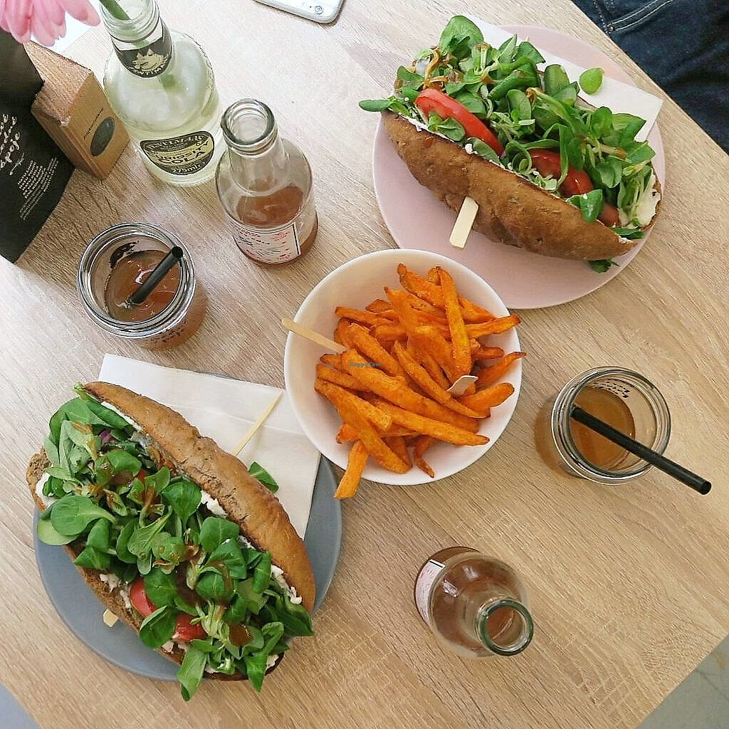 """Photo of Freshco  by <a href=""""/members/profile/Nikolate"""">Nikolate</a> <br/>vegan hot dogs  <br/> October 5, 2017  - <a href='/contact/abuse/image/94686/312040'>Report</a>"""