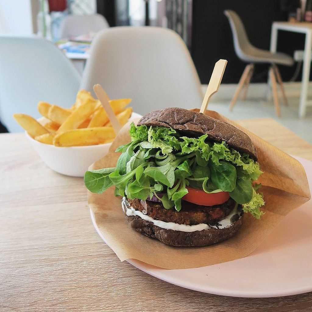 """Photo of Freshco  by <a href=""""/members/profile/Nikolate"""">Nikolate</a> <br/>black burger <br/> October 5, 2017  - <a href='/contact/abuse/image/94686/312041'>Report</a>"""