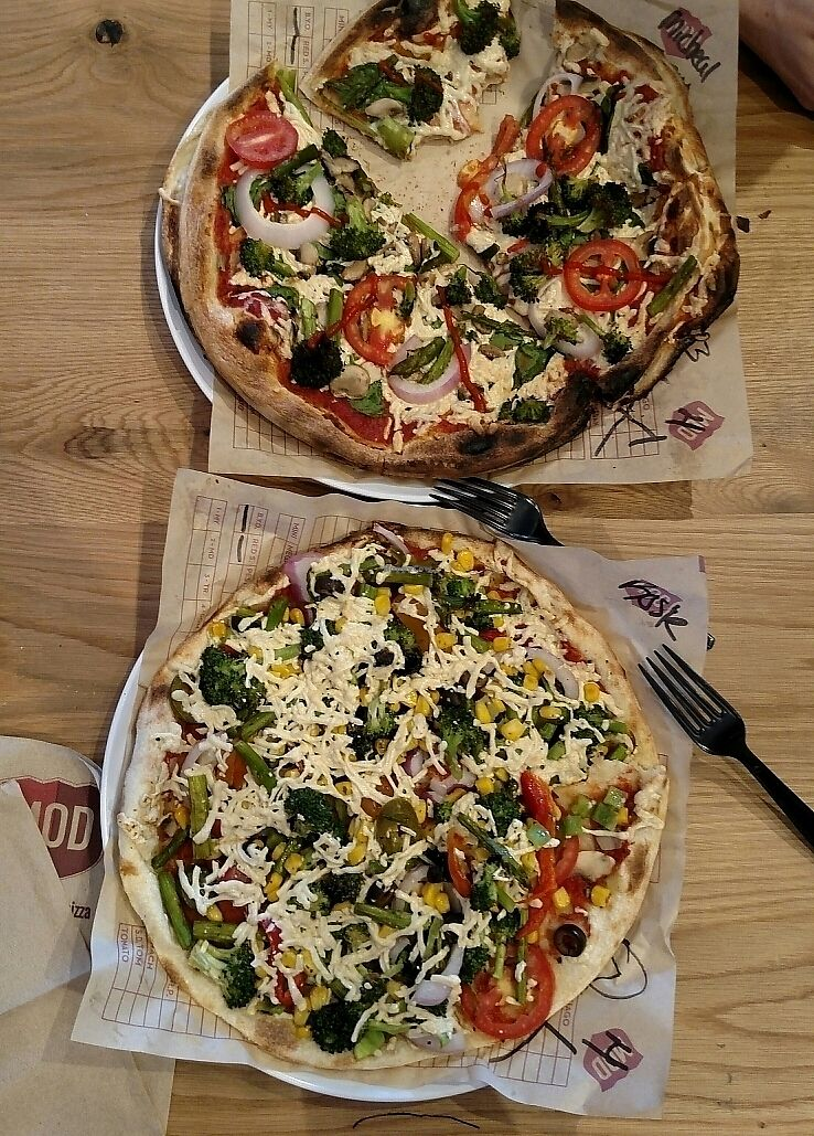 """Photo of Mod Pizza  by <a href=""""/members/profile/RosieTheVegan"""">RosieTheVegan</a> <br/>Vegan pizzas! <br/> June 28, 2017  - <a href='/contact/abuse/image/94983/274507'>Report</a>"""