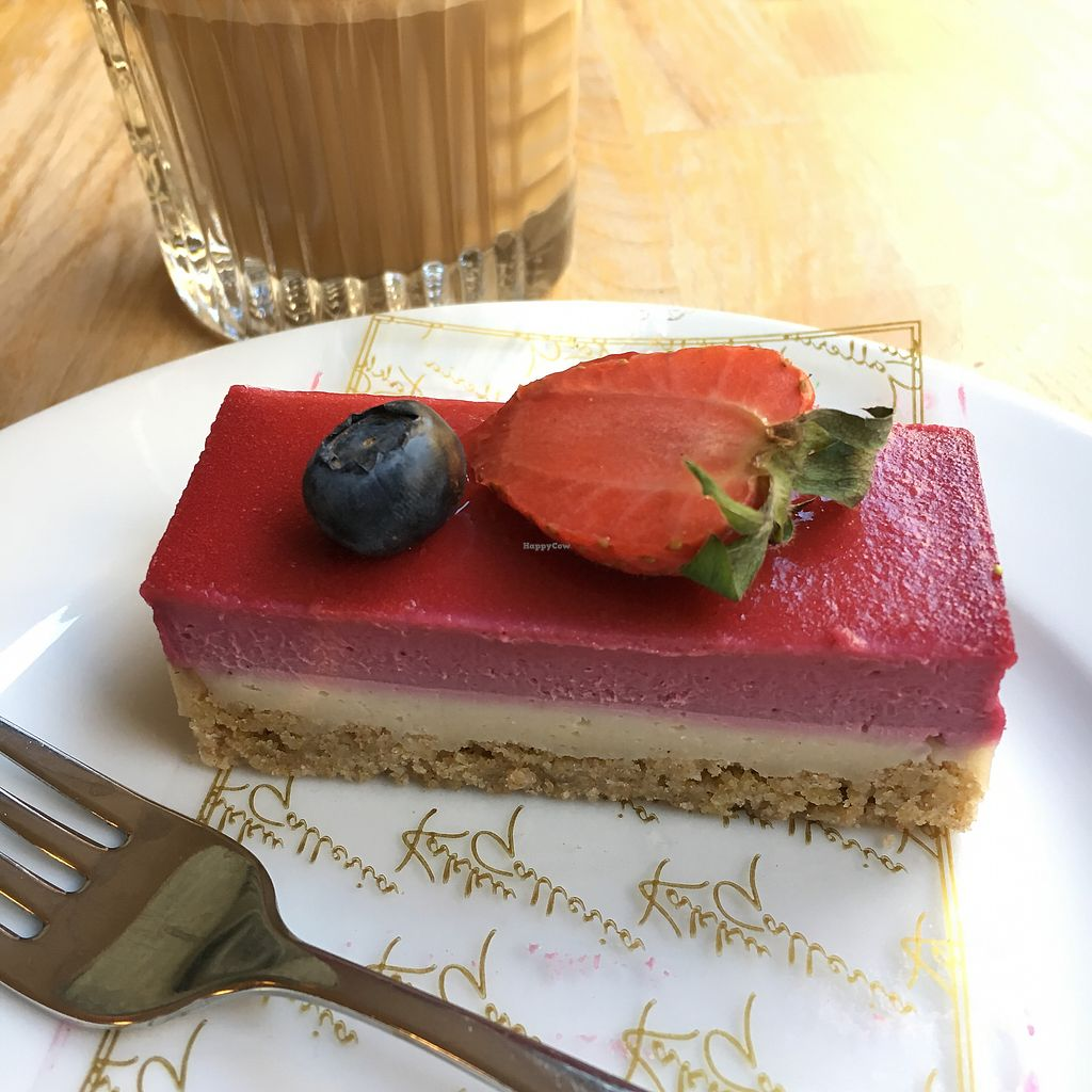 "Photo of Kakkugalleria - Fredrikinkatu  by <a href=""/members/profile/SeitanSeitanSeitan"">SeitanSeitanSeitan</a> <br/>Vegan cake  <br/> July 29, 2017  - <a href='/contact/abuse/image/95137/286258'>Report</a>"