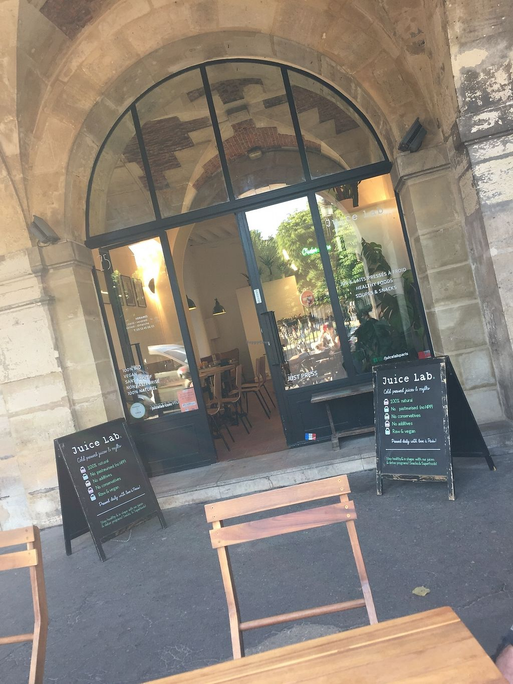 """Photo of Juice Lab - Place des Vosges  by <a href=""""/members/profile/TARAMCDONALD"""">TARAMCDONALD</a> <br/>Outside of juice bar, beautiful location.  Inside and outside seating available <br/> July 3, 2017  - <a href='/contact/abuse/image/95233/276289'>Report</a>"""
