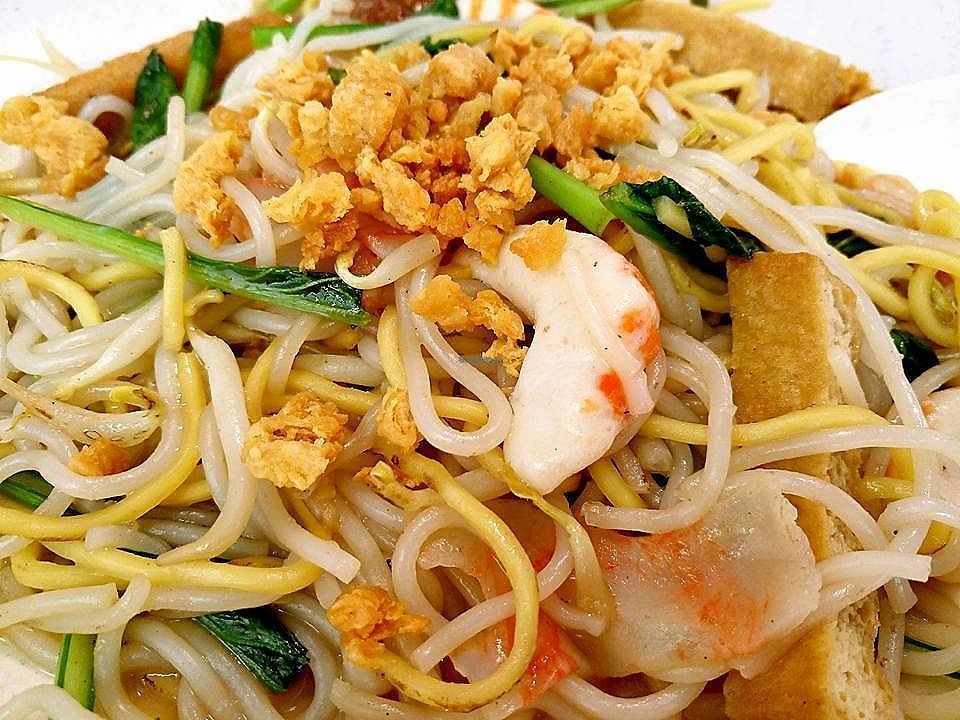 """Photo of Xing Guang Vegetarian  by <a href=""""/members/profile/JimmySeah"""">JimmySeah</a> <br/>Hokkien (mock) prawn noodles <br/> September 3, 2017  - <a href='/contact/abuse/image/95371/300336'>Report</a>"""